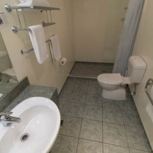 Deluxe King Studio - Bathroom